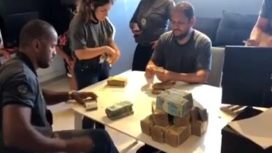 Photo of Polícia apreende passaporte e R$ 470 mil na casa de Nego do Borel